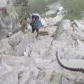 Passage avec chaînes au dessus du lac de Capitello - Nathalie analyse le passage