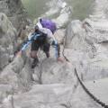 Passage avec chaînes au dessus du lac de Capitello - Nathalie en plaine action