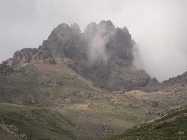 Refuge de Ciottulu di Mori (1991 m), plus haut refuge du GR 20 au pied du Capu Tafunatu