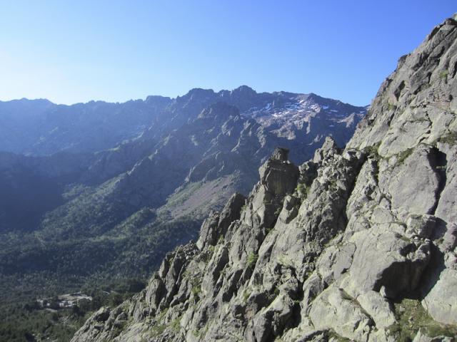Station d'Ascu Stagnu et Monte Cinto (2656 m) dans la montée vers Bocca di Stagnu