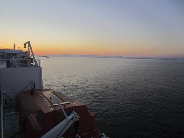 Coucher de soleil sur l'Île de Porquerolles et la grande rade de Toulon