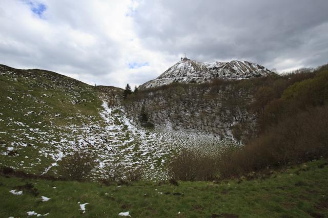 Nid de la Poule (1175 m) au pied du Puy de Dôme