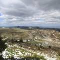 Vue panoramique sur le nord de la chaîne des puys depuis le sentier des chèvres