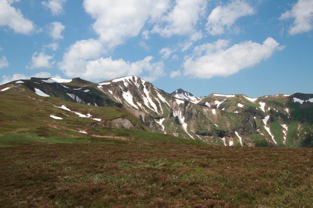 Au sommet du Puy de Champgourdeix, Puy de la Perdrix, Puy Ferrand, Puy de Sancy (1885 m), Pan de la Grange et Pic Intermédiaire