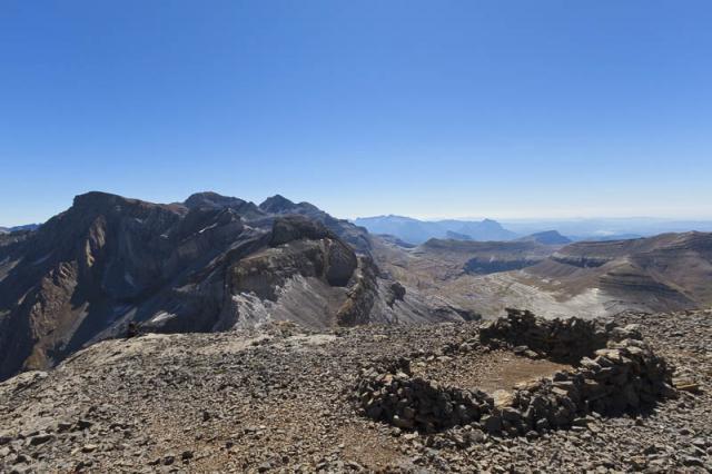Au sommet du Casque : massif du Mont Perdu. Tour, Epaule, Pics de la Cascade, Marboré, Cylindre, Mont Perdu