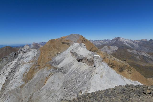 Brèche de Rolland, Taillon (3144 m) et Vignemale (3299 m) complètement sec
