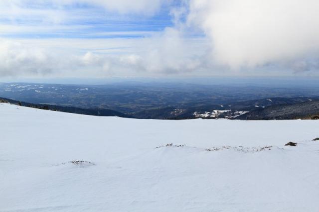 Vue sur le massif du Sancy au loin
