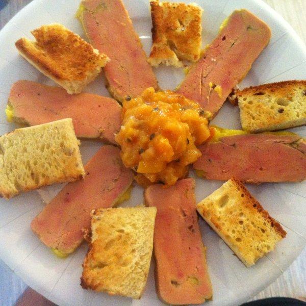 Terrine de foie gras chutney de fruits exotiques pain de mie brioch aux pices r duction de - Denerver un foie gras ...