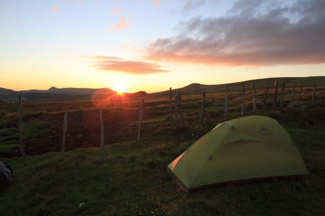 Le bivouac au coucher du soleil