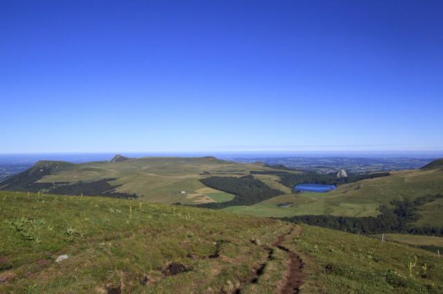 Puy Gros, Banne d'Ordanche et Lac de Guéry depuis le Puy de la Tache