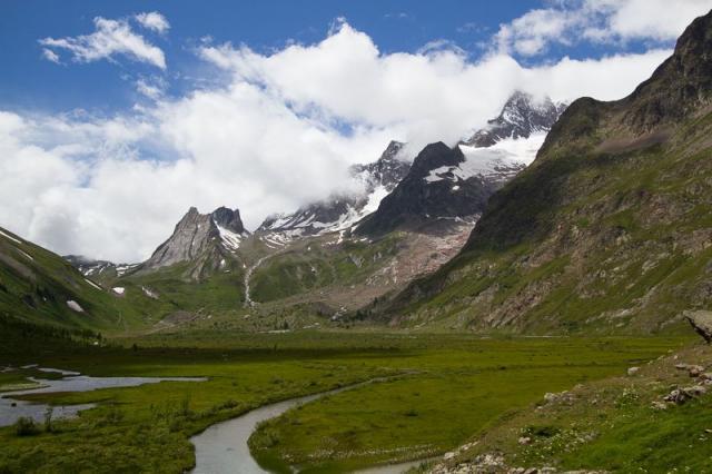 Lac Combal, Pyramides Calcaires, Petite Aiguille des glaciers, Aiguille des glaciers